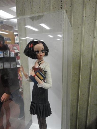 Librarian doll to mark centenary of Dunedin Public Library